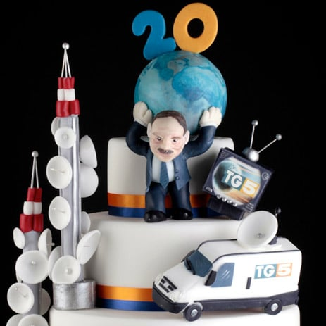 Torta-scultura di Renato Ardovino per i 20 anni del TG5